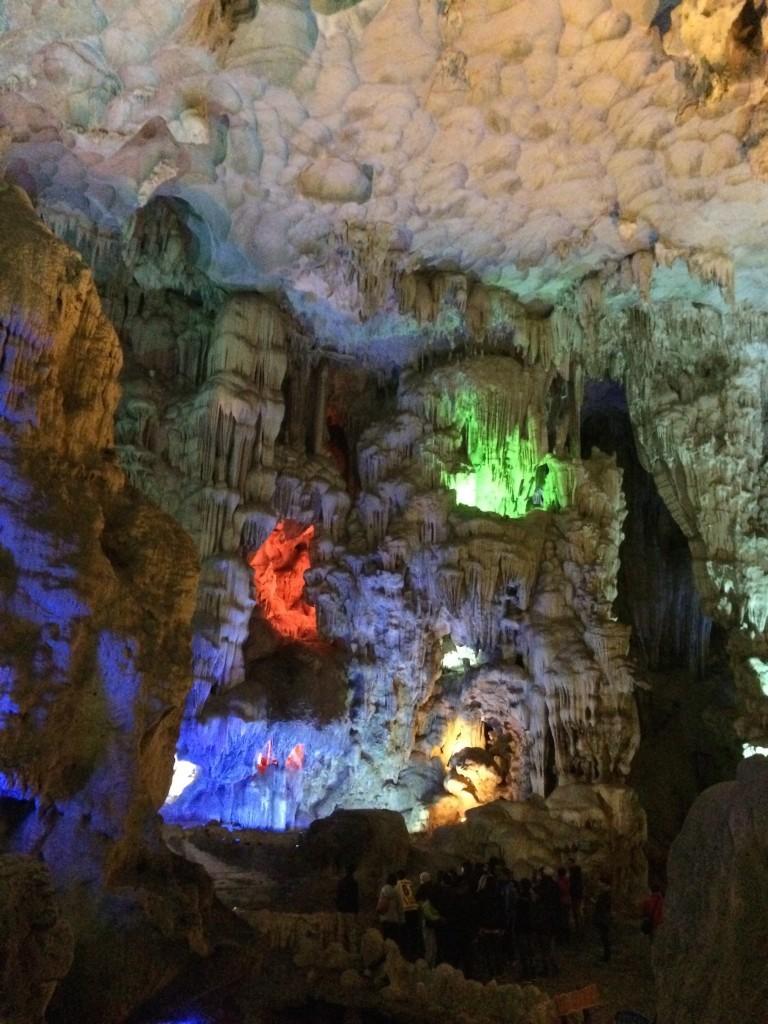 Wietnam Ha Long Bay Jaskinia Niespodzianek