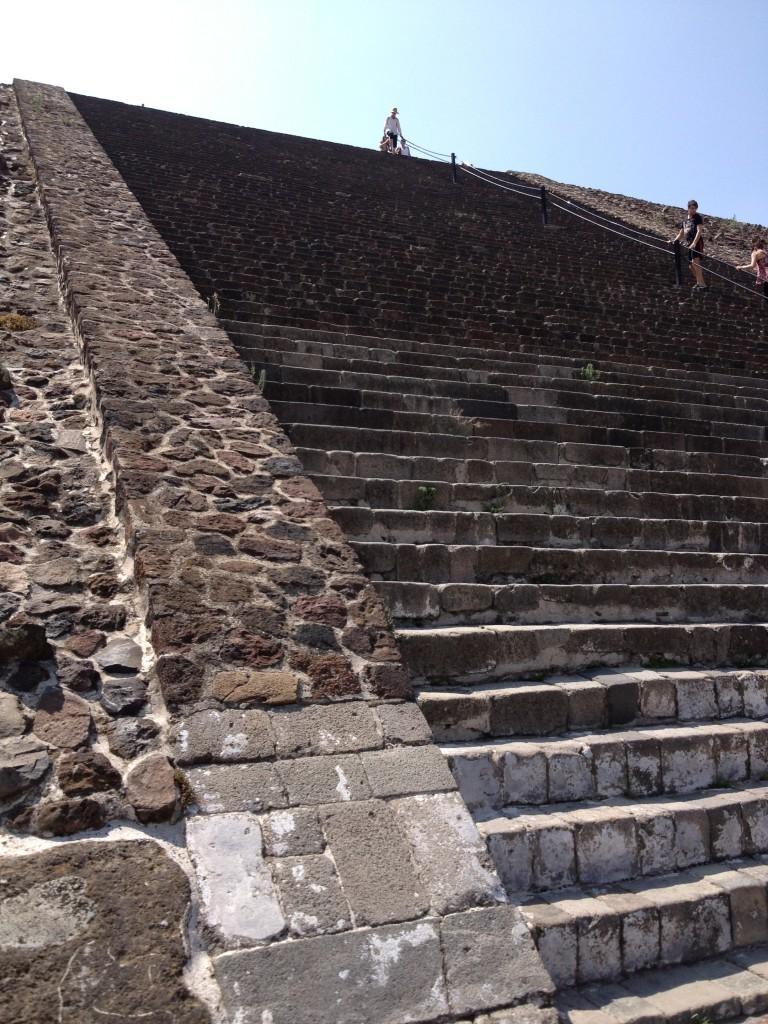 Meksyk Teotihuacan - schody Piramidy Słońca