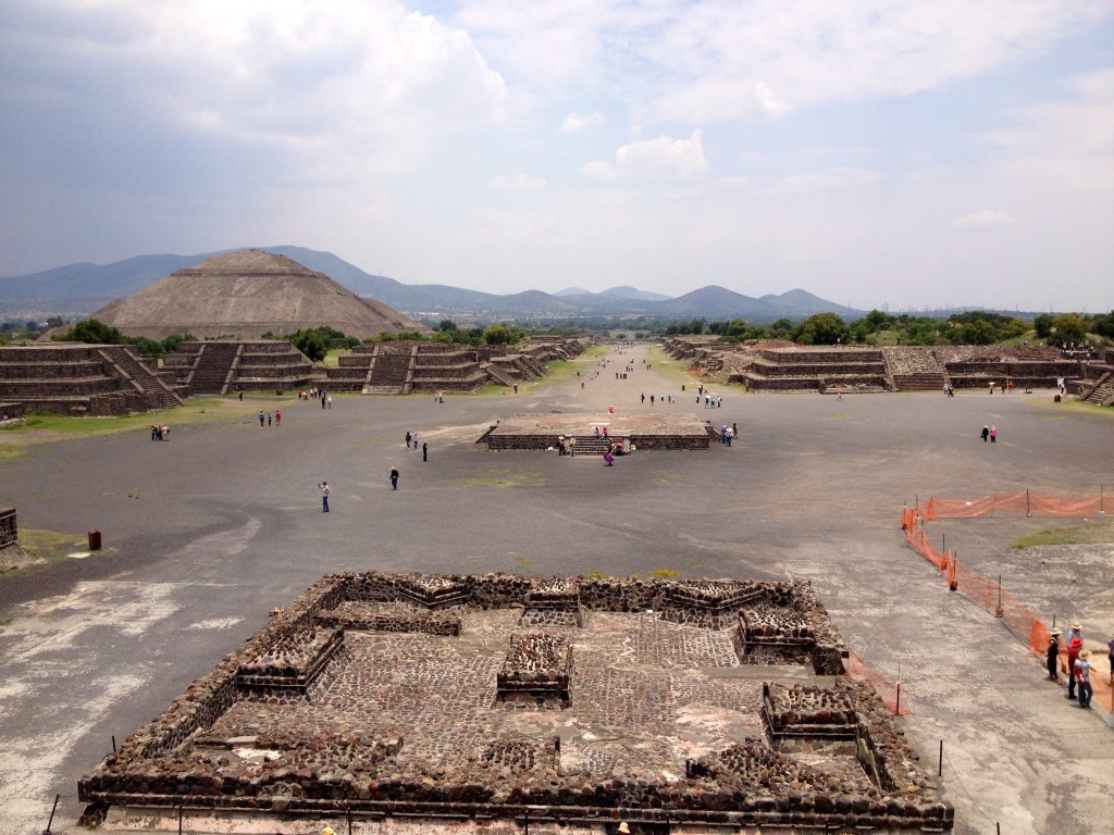 Meksyk Teotihuacan - widok z Piramida Księżyca