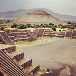 Meksyk. Azteckie piramidy Teotihuacan – wspinaczka na piramidę Słońca i Księżyca.
