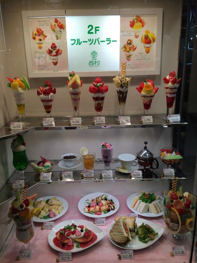 W Japonii wszystkie smakowicie wyglądające wystawy z jedzeniem są plastikowe.