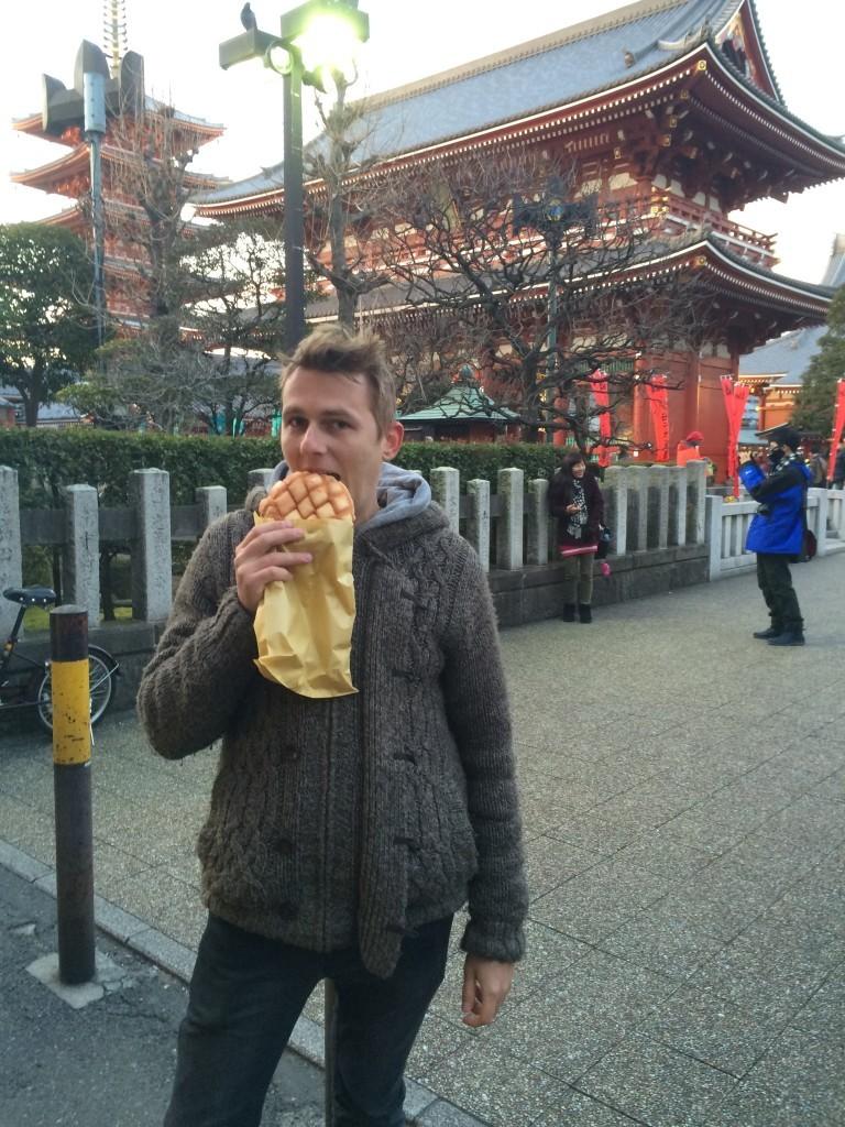 Według kultury japońskiej nie powinniśmy spożywać posiłków na ulicy - jest to niegrzeczne.
