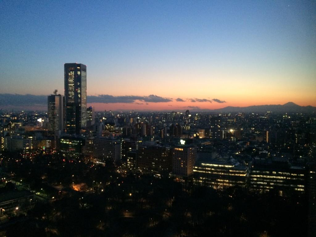 Piękny zachód słońca - po prawej stronie widać w oddali wulkan Fuji