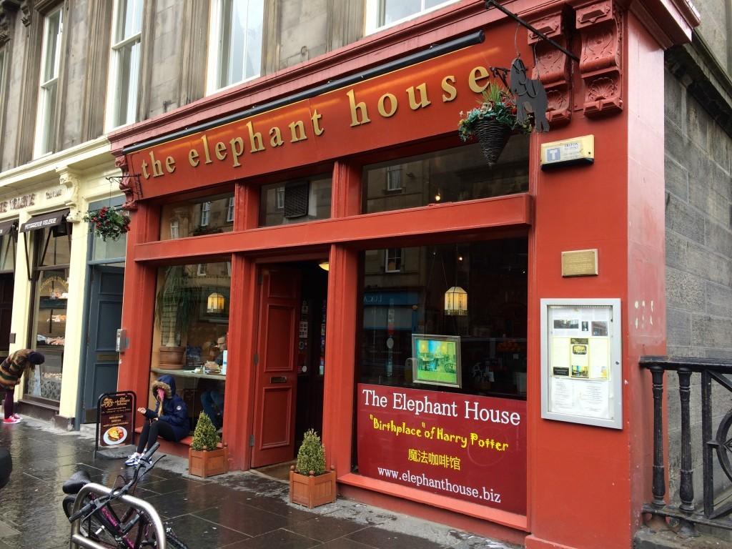 Kawiarnia The Elephant House - to tutaj Rowling napisała pierwszą serię książek Harry Potter.