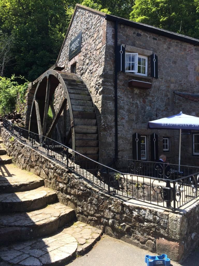 Restauracja oraz zabytkowy młyn wodny Moulin de Lecq