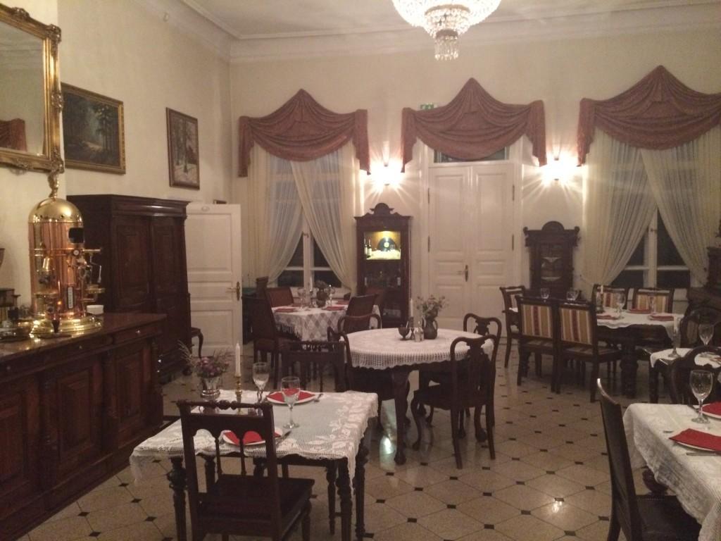 Wewnątrz Restauracji Carskiej - bardzo klimatyczne wnętrze