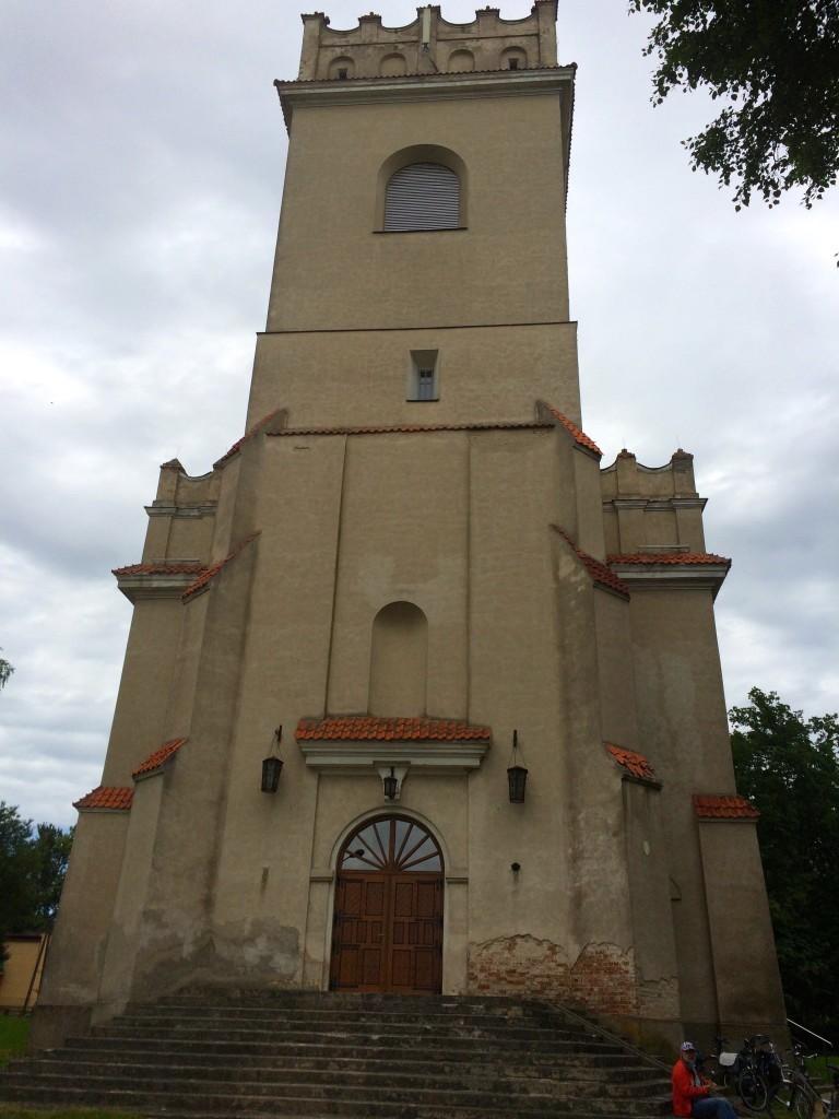 Zabytkowy kościół w Białowieży - wygląda jak zamek