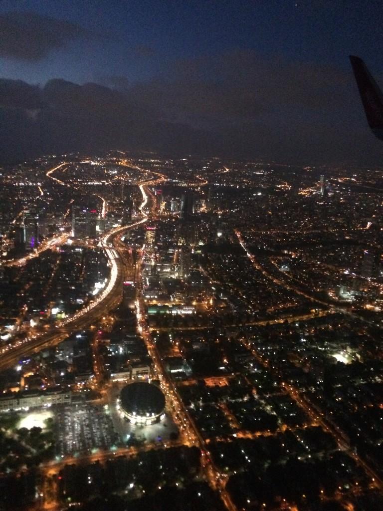 Tel Awiw nocą - widok z samolotu przy podejściu do lądowania