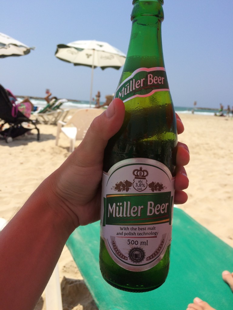Jedno z najtańszych piw jakie można kupić w Tel Awiwie - butelka tylko 5 szekli.