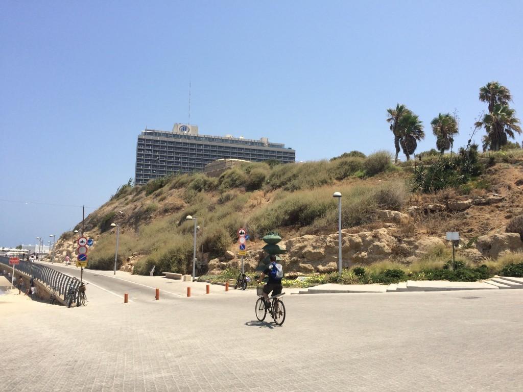 Najdroższy w mieście, położony na malowniczym wzgórzu Hotel Hilton