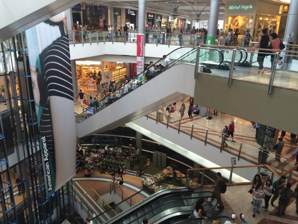 Centrum Azrieli - największe centrum handlowe w Tel Awiwie.