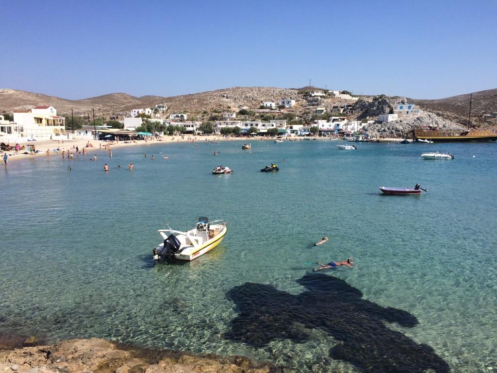 Piękna zatoka wyspy Psemiros z bardzo ładną i piaszczystą plażą.