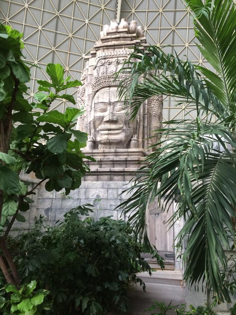 Świątynia Angkor Wat ze strefy saun, w której znajduje się sauna. Fotografowanie w strefie saun jest zabronione.