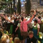 Tani wyjazd na kultowe święto piwa – PORADNIK NA OKTOBERFEST