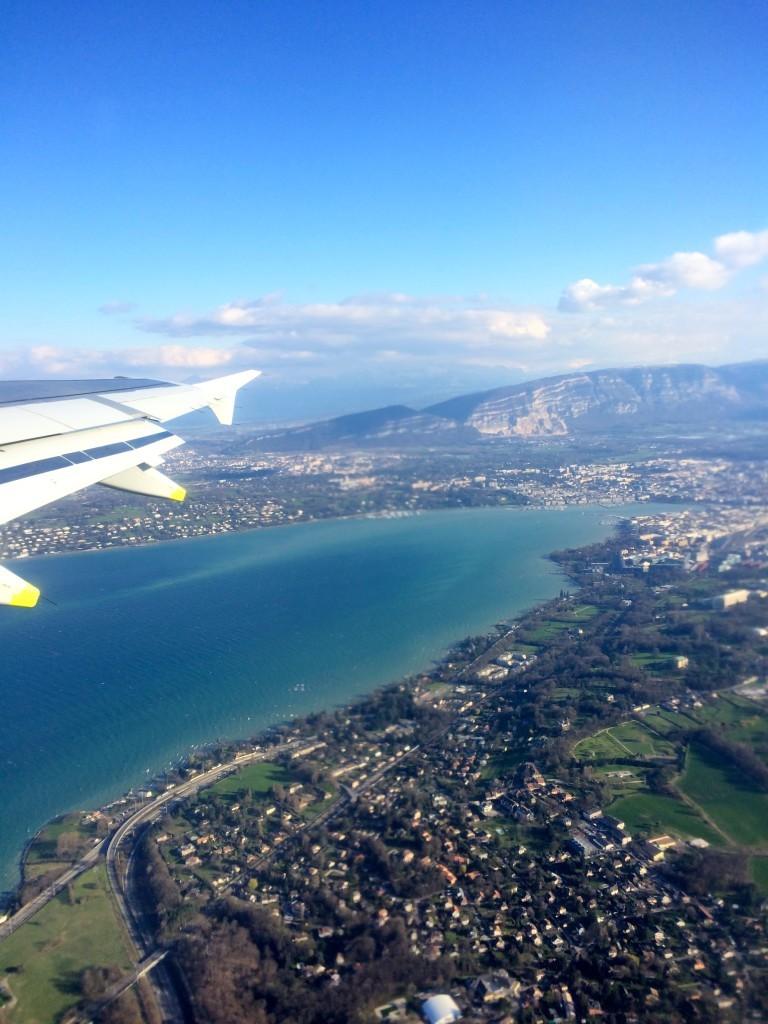 Podczas startu samolotu z lotniska w Szwajcarii. Poznajecie to jezioro?