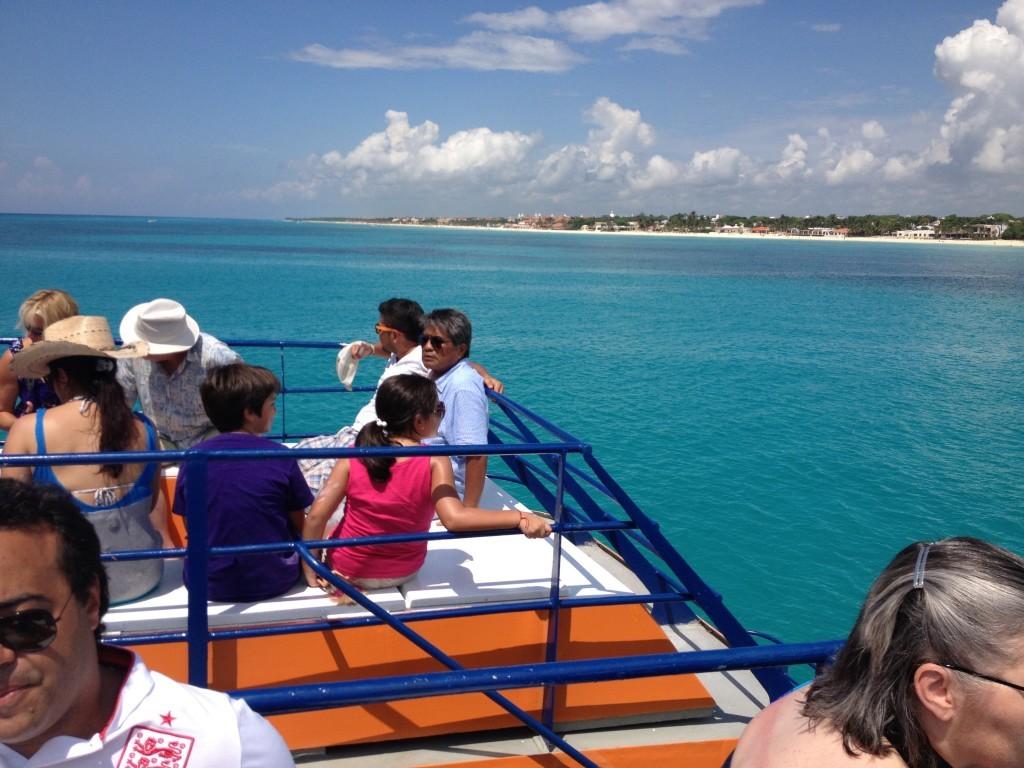 Podróż promem na okoliczną wyspę Cozumel.