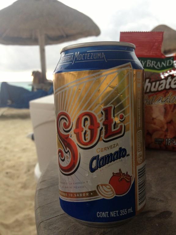 Bardzo oryginalne w smaku meksykańskie piwo SOL z sokiem pomidorowym i solą.