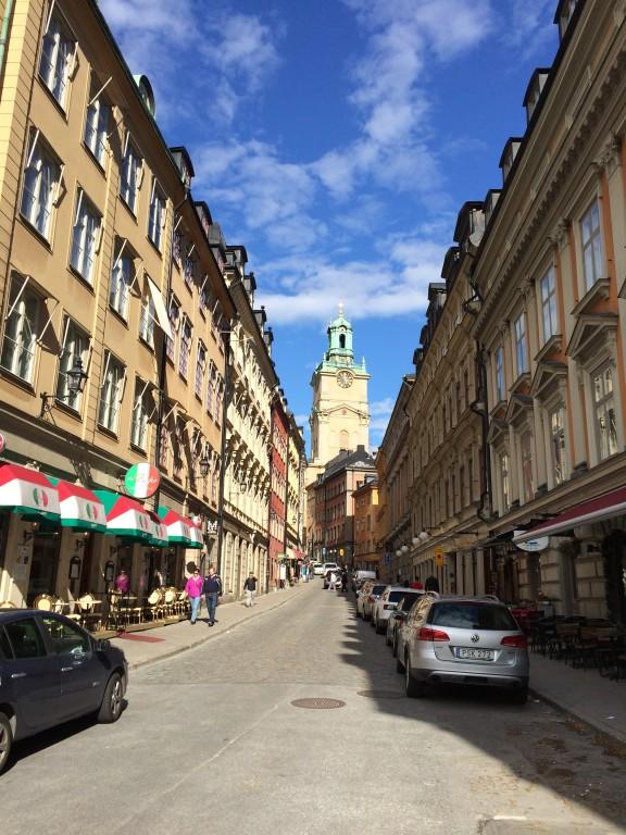 W oddali widoczny Kościół Storkyrkan, w którym odbywały się koronacje głów państwa.