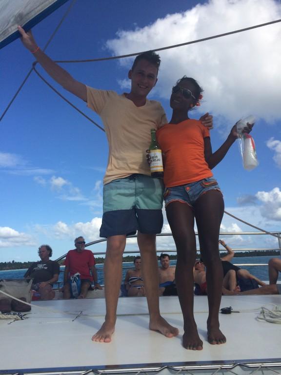 Impreza na katamaranie - taniec, rum, kręcenie tyłkiem