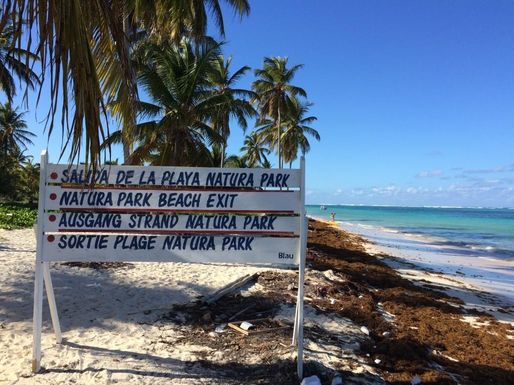 Dużą część plaż na wyspie zajmują naturalne parki krajobrazowe.
