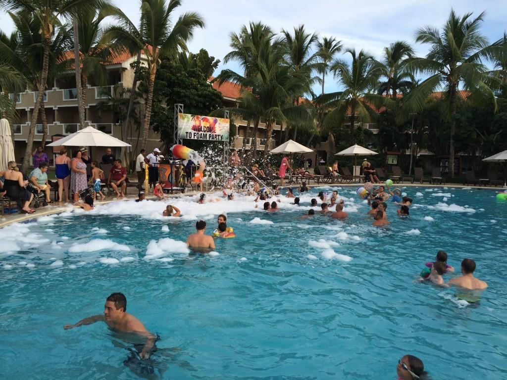 Kolejna forma hotelowej rozrywki piana party w basenie :)