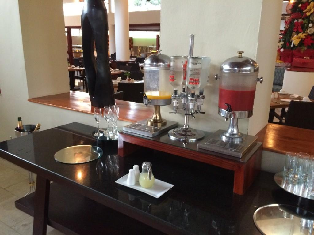 To co mnie zaskoczyło to, że alkohol był serwowany już w głównym wejściu restauracji podczas wszystkich śniadań. Nie ma to jak zacząć tankować już od 6 rano :)