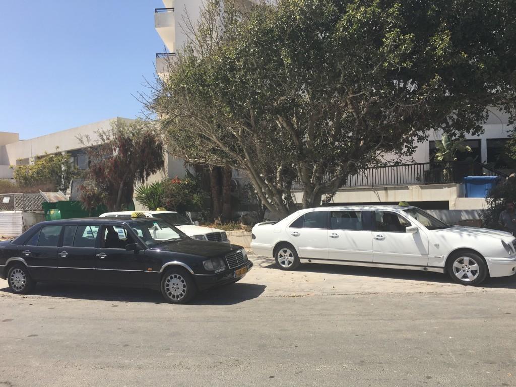 Liczne na wyspie taksówki limuzyny starych mercedesów. Muszę przyznać, że jest to bardzo kultowy widok.