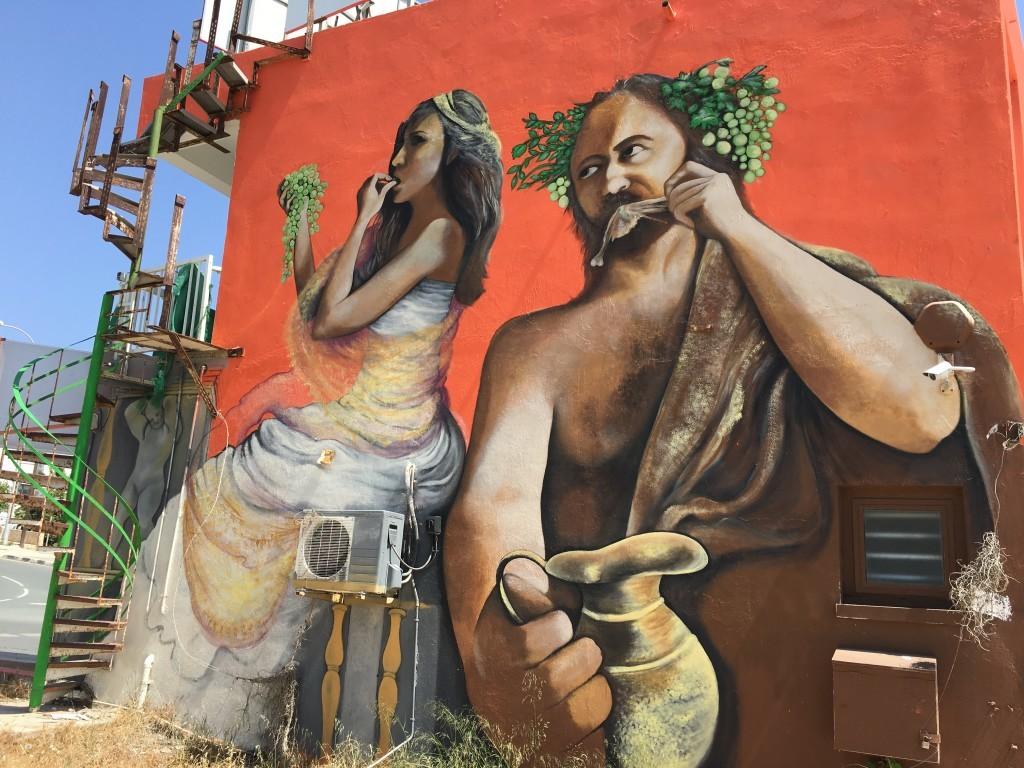Świetny mural znaleziony w górnej części Ajia Napa.