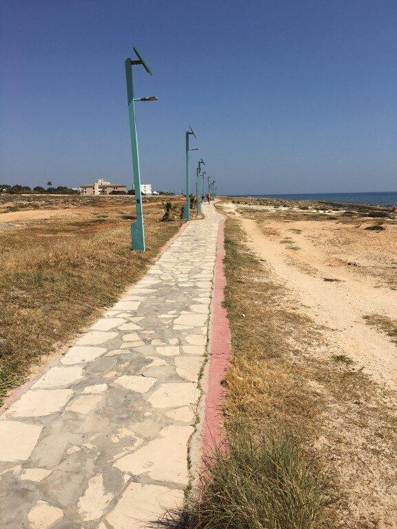 Wszystkie plaże w regionie Ayia Napa połączone są ze sobą deptakiem nadmorskim. Idealne miejsce do porannego biegania oraz wieczornych spacerów.