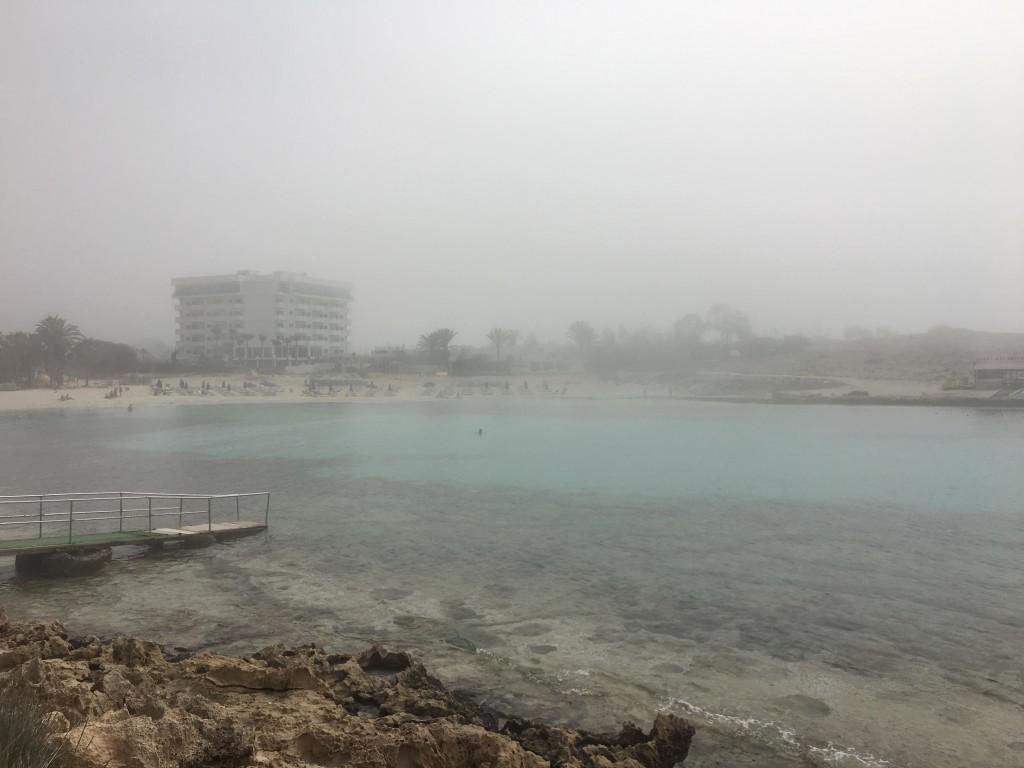 Na Cyprze przeżyłem bardzo ciekawe zjawisko atmosferyczne. Słoneczny poranek nagle zamienił się w mglistą i wilgotną aurę, która trwała aż 2 godziny.