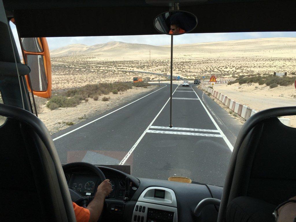 Fuerteventura to wyspa o bardzo surowym pustynnym klimacie. w okresie wiosennym na wyspie występują burze piaskowe niosące piasek zwany kalima znad Sahary.