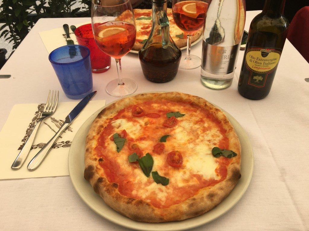 To co kocham najbardziej na świecie, czyli włoska pizza! Ta tutaj z rewelacyjnym serem mozzarella Buffalo, polecam!