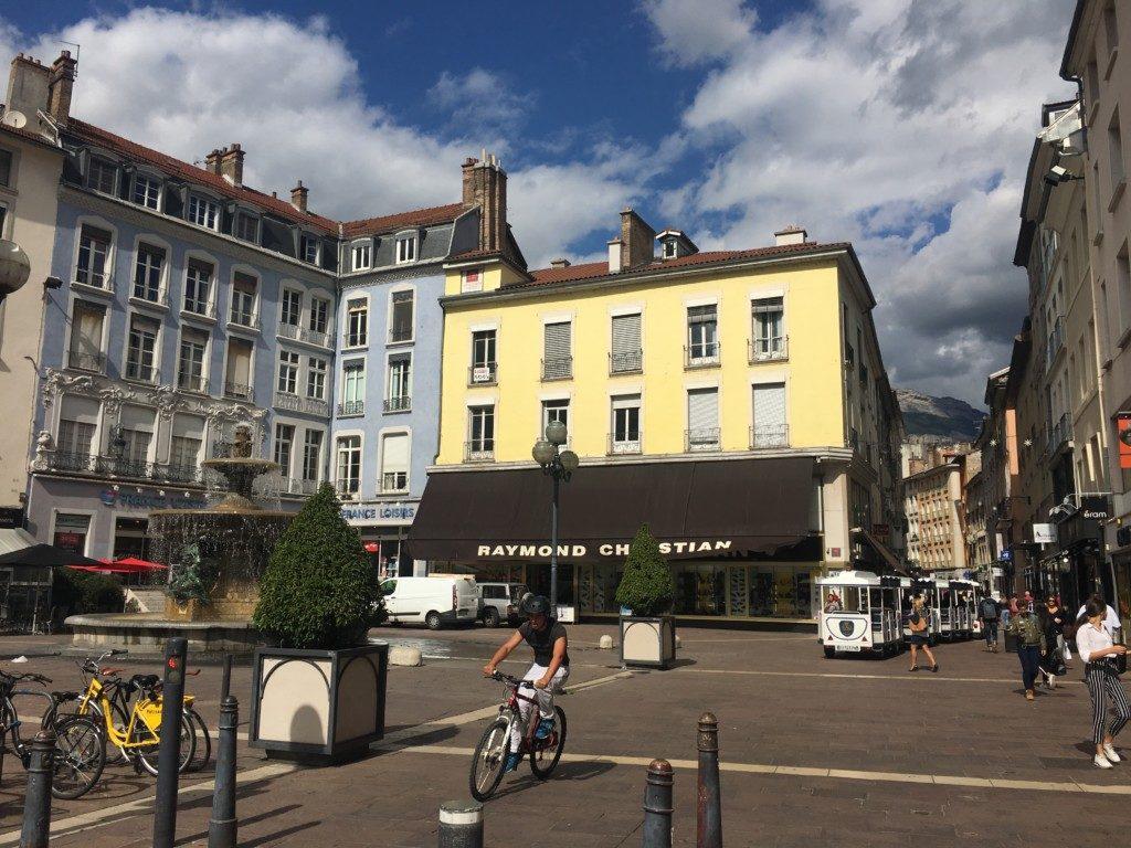 Plac Grenette w Grenoble.